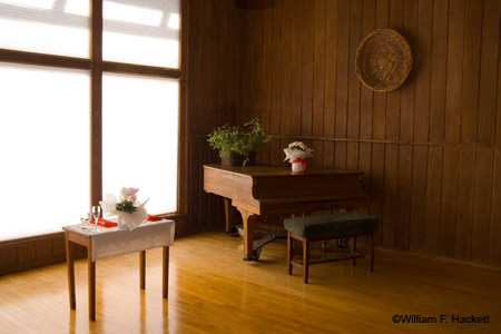 Table & Piano